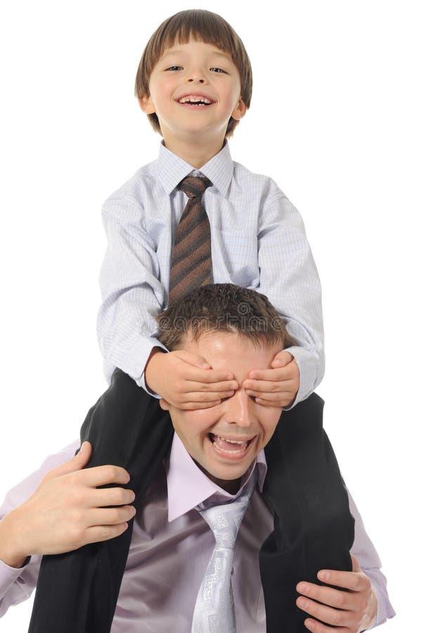 будьте отцом его удачливейших сидя простираний сынка стоковая фотография rf