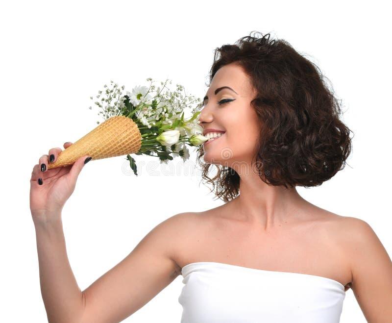 Букет запаха женщины хризантемы и радужки гипсофилы тюльпана цветет стоковые фотографии rf