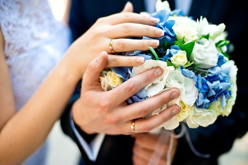 букет звенит венчание стоковое изображение rf