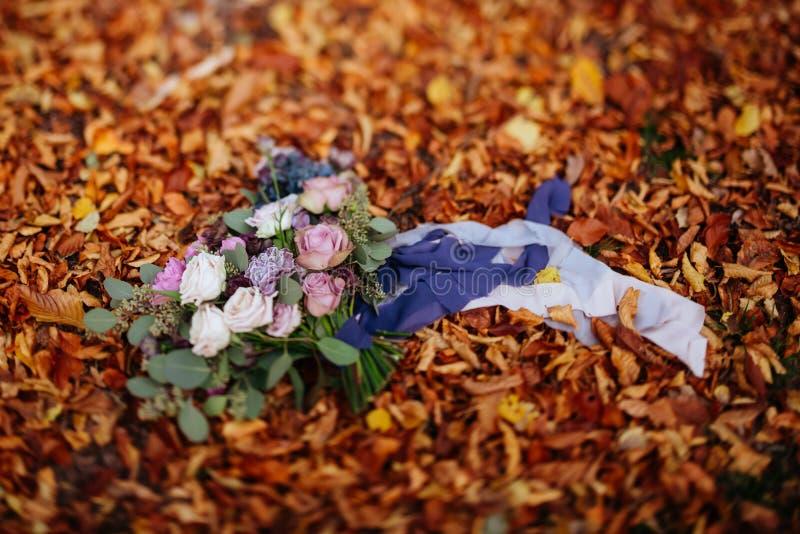 Букет красивой свадьбы красочный для невесты Красота покрашенных цветков стоковая фотография