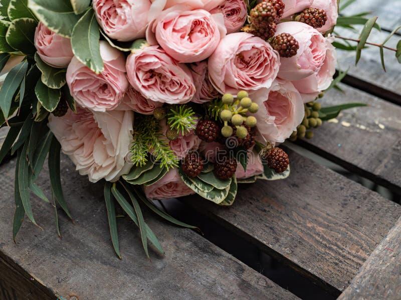 Букет красивых чувствительных цветков для свадьбы стоковые изображения rf