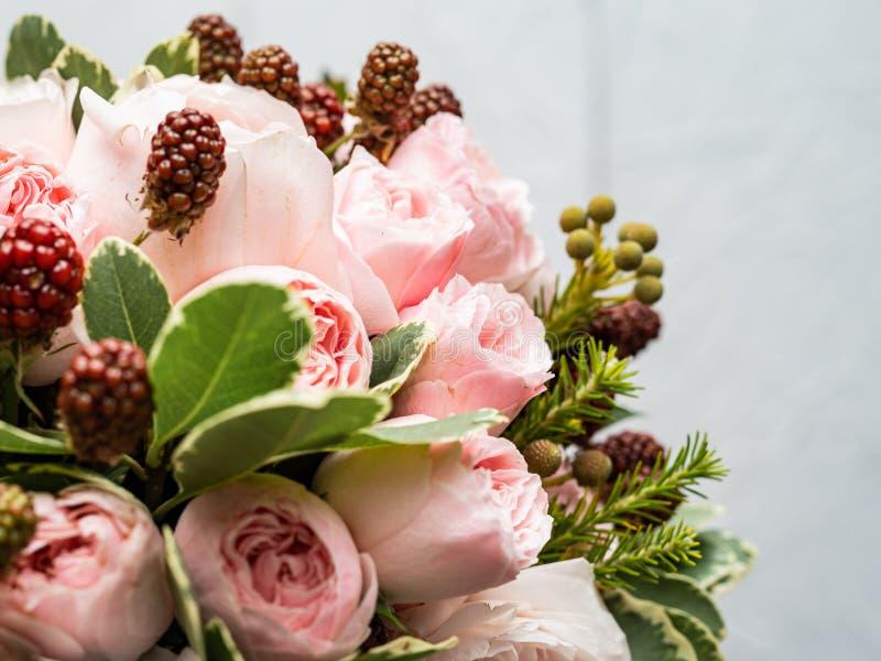 Букет красивых чувствительных цветков для свадьбы стоковые изображения