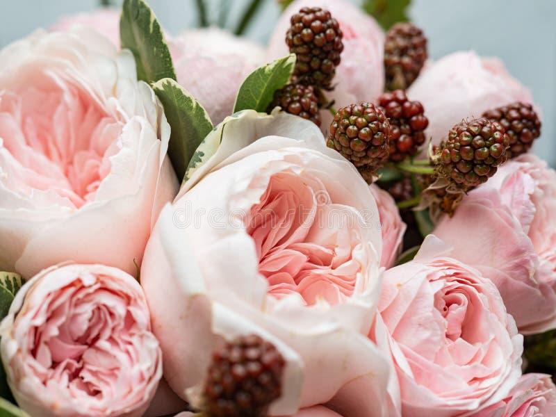 Букет красивых чувствительных цветков для свадьбы стоковое изображение