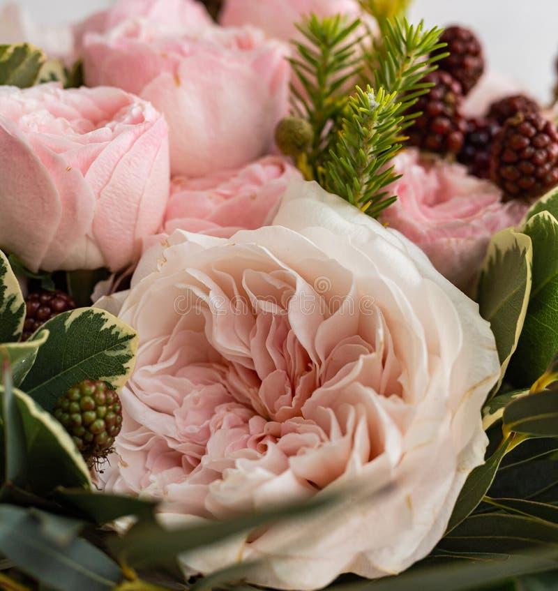 Букет красивых чувствительных цветков для свадьбы стоковая фотография