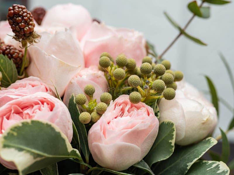 Букет красивых чувствительных цветков для свадьбы стоковые фото
