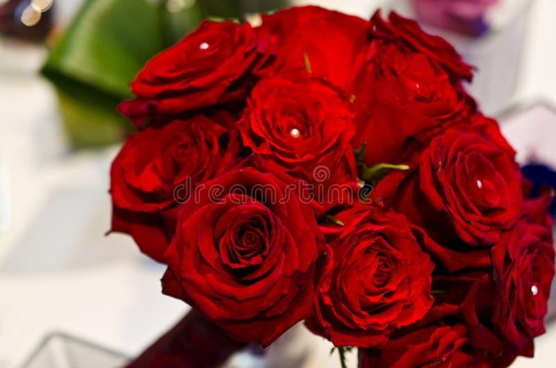 Букет красных роз и жемчугов стоковое фото rf