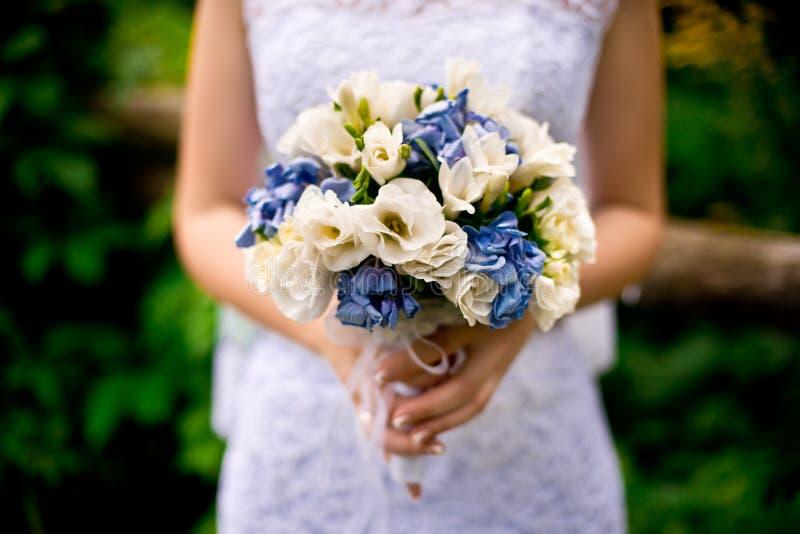 Букет невесты и свадьбы стоковая фотография