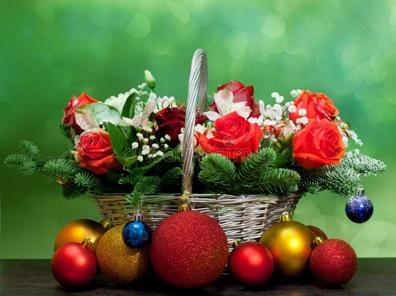 Букет рождества в корзине стоковое изображение