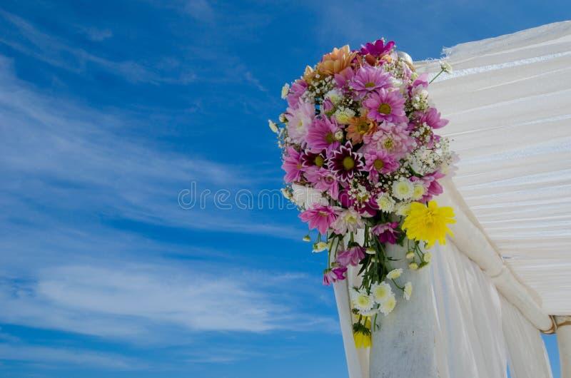 Букет свадьбы на установке на Мальдивах стоковое фото rf