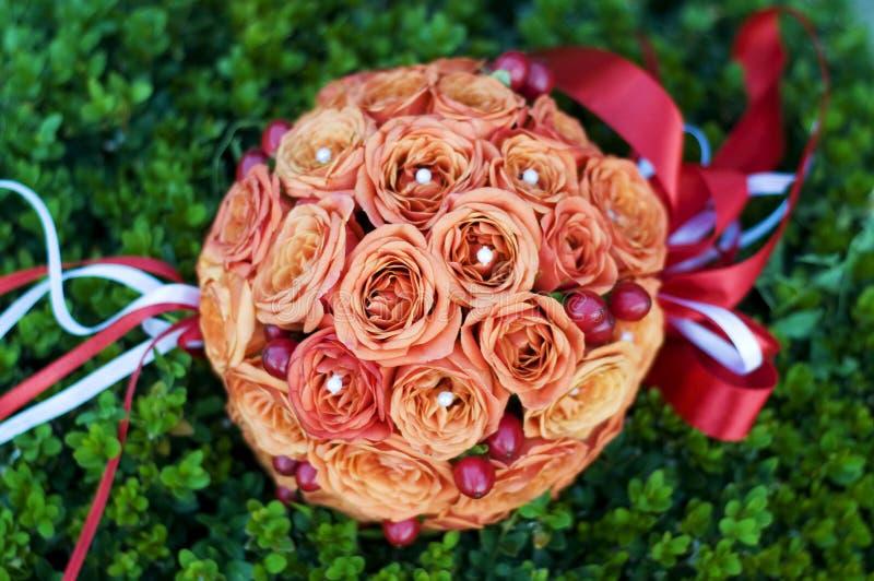Букет свадьбы оранжевых роз круглый стоковое фото