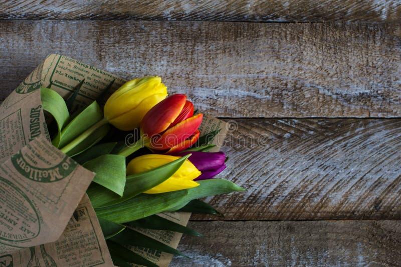 Букет цветастых тюльпанов стоковая фотография