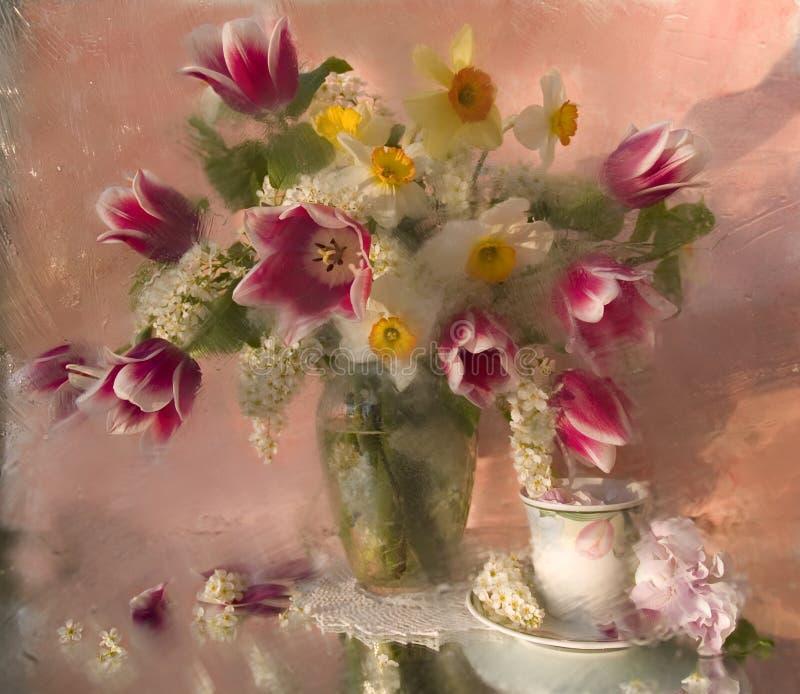 букет цветет белизна кувшина стоковая фотография rf