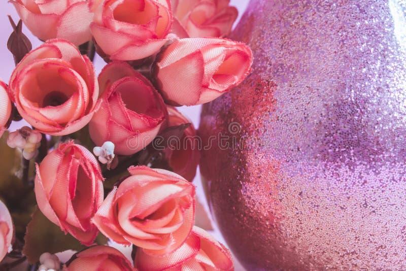 Букет цветка и розовое стекло стоковое фото rf