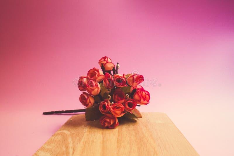 Букет цветка с розовой предпосылкой стоковая фотография rf