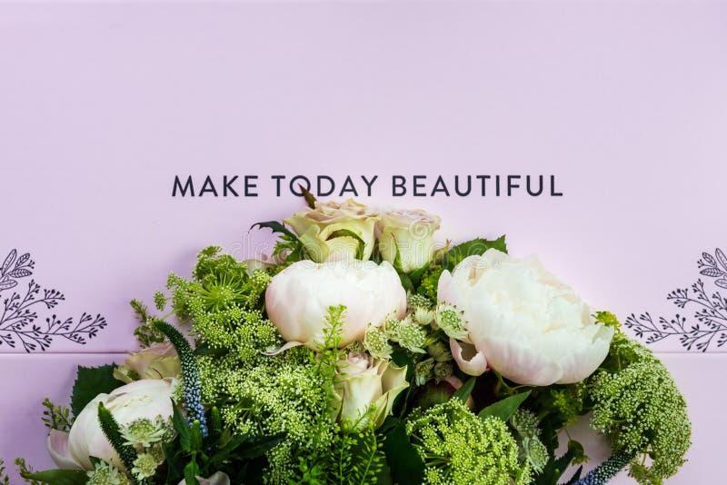Букет цветков от больших пионов и пастельных роз стоковое фото rf