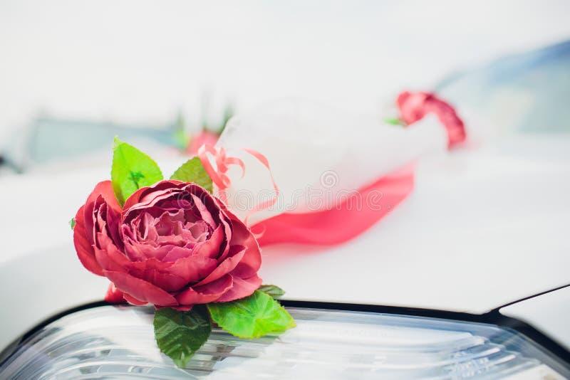 Букет цветков оформления автомобиля свадьбы свадьба цветков украшения автомобиля стоковые изображения