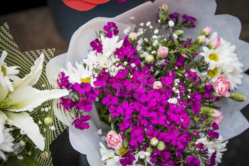 Букет цветков смешанный стоковые фотографии rf