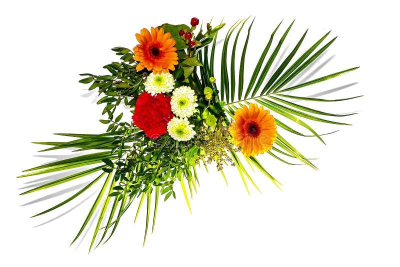 Букет gerbera, гвоздики, цветков хризантемы на белой предпосылке стоковое фото rf