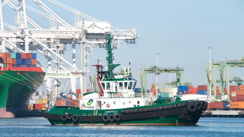 Буксир АМЕРИКА FOSS на порте Окленд стоковые изображения