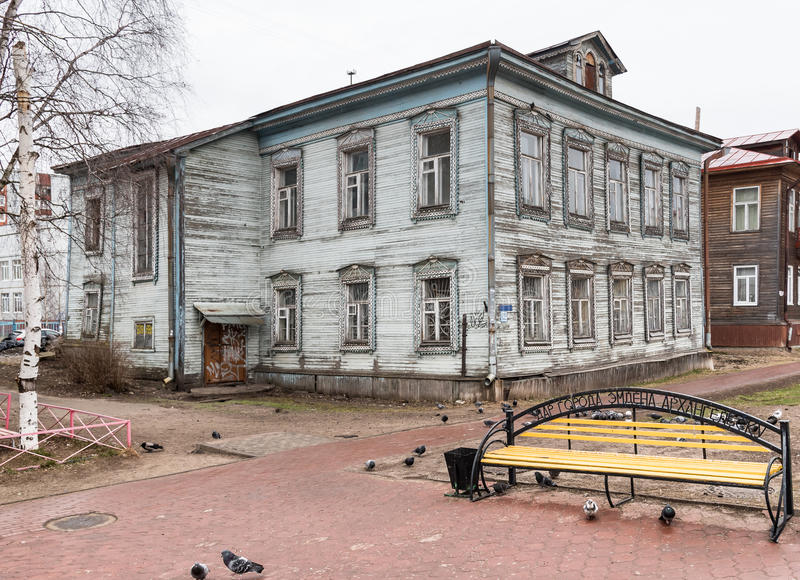 Бульвар в Архангельске, Россия Chumbarova-Luchinskogo пешехода стоковое фото