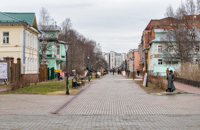 Бульвар в Архангельске, Россия Chumbarova-Luchinskogo пешехода стоковая фотография