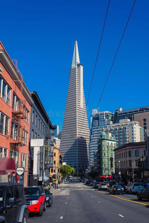 Бульвар Колумбуса с St Karny в Сан-Франциско городском california стоковые фотографии rf
