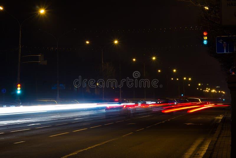 Бульвар независимости в Минске, Беларуси на ноче стоковые фотографии rf