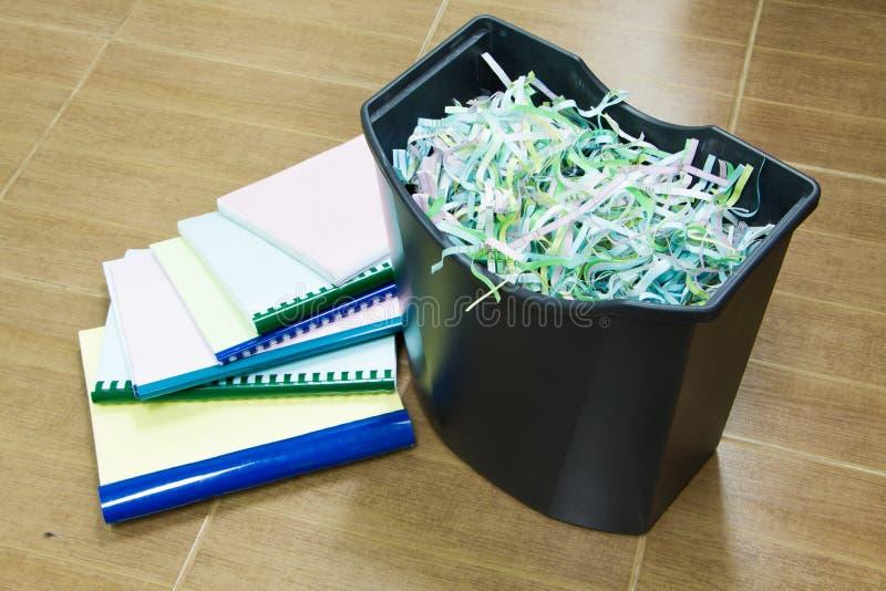 Бумага в шредере стоковое изображение