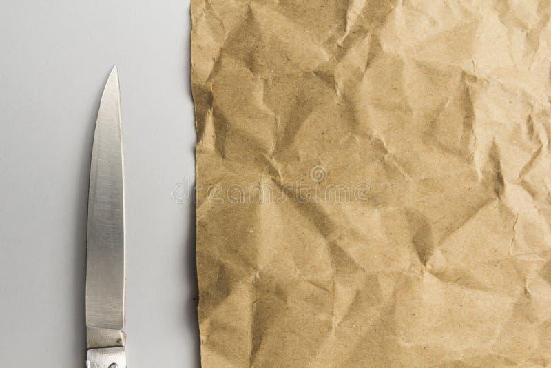 Бумага губительно текстурирует белую предпосылку стоковое изображение rf