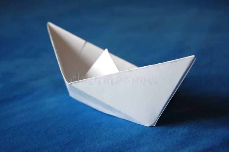 Download бумага шлюпки стоковое изображение. изображение насчитывающей корабль - 6850483