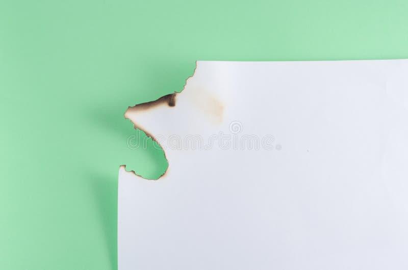 Бумага remved, который предпосылкой сгорели стоковые изображения