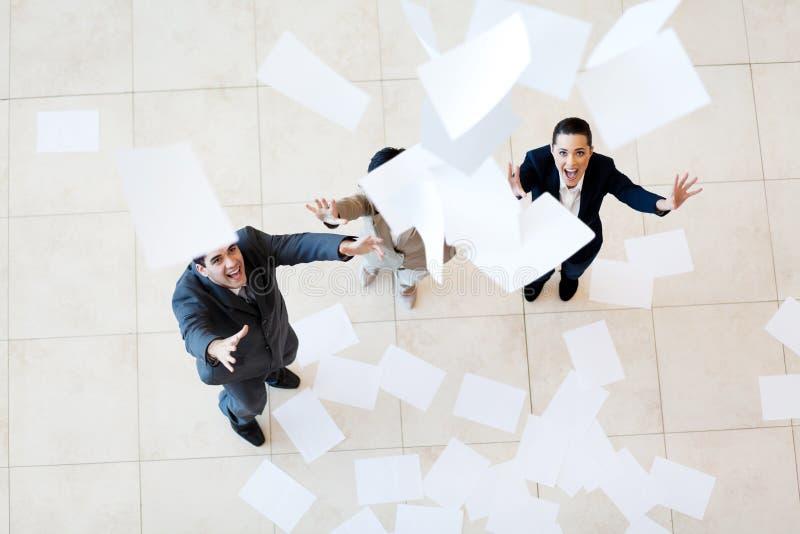 Бумаги коммерсантки бизнесмена заразительные стоковая фотография