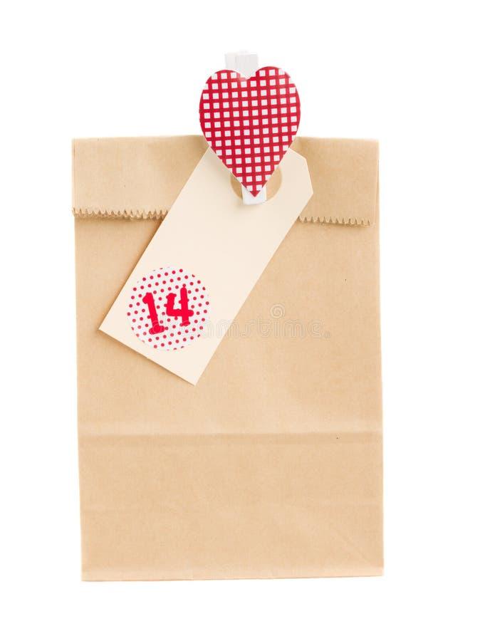 Бумажная сумка с подарком на день валентинок стоковое фото