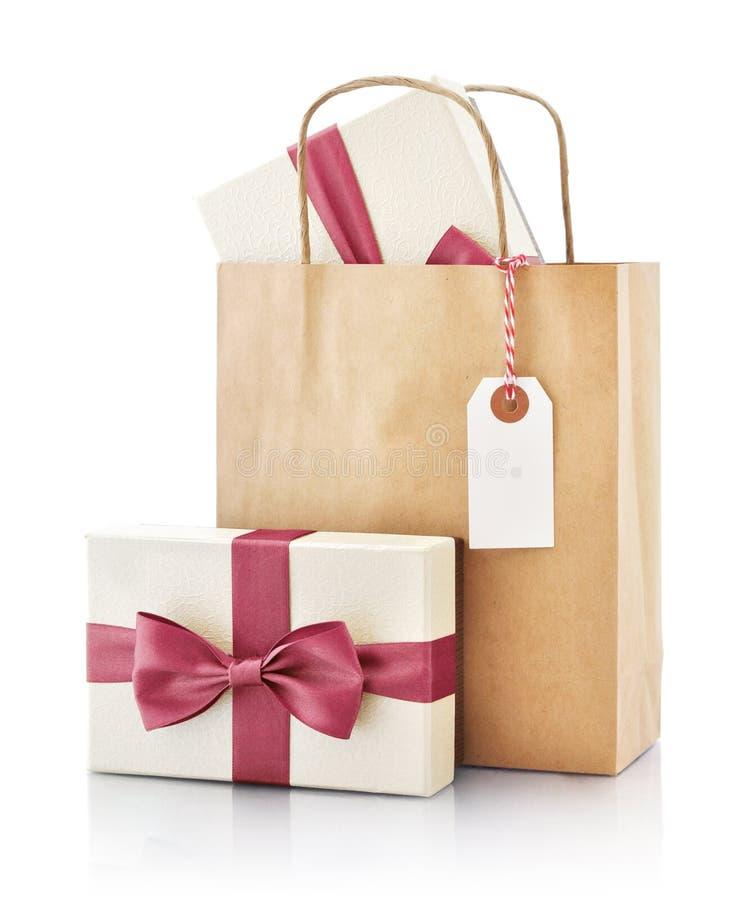 Бумажная сумка с подарком стоковые изображения