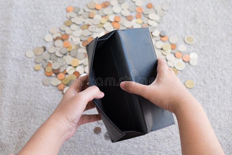 Бумажник без предпосылки денег и монетки стоковые изображения rf
