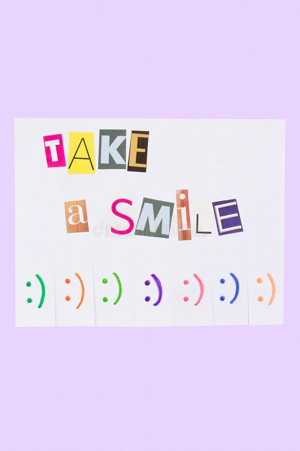 Бумажное объявление с фразой: Примите улыбку и с знаками улыбки стоковые изображения rf