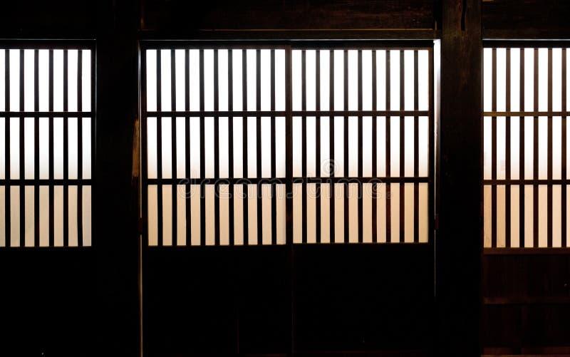 Бумажное окно старой японской дома самураев стоковые фото