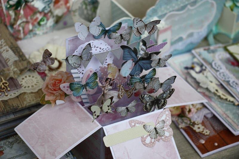 Бумажные бабочки уходили стоковые изображения