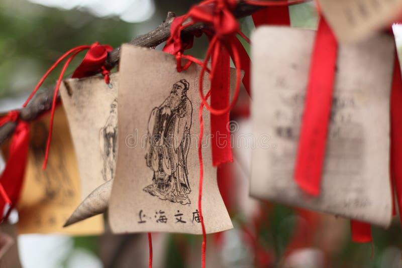 бумажные желания молитвам стоковое изображение