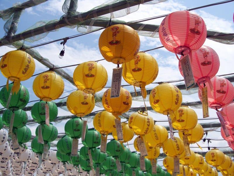 Бумажные фонарики на буддийском виске, Южной Корее стоковые изображения rf