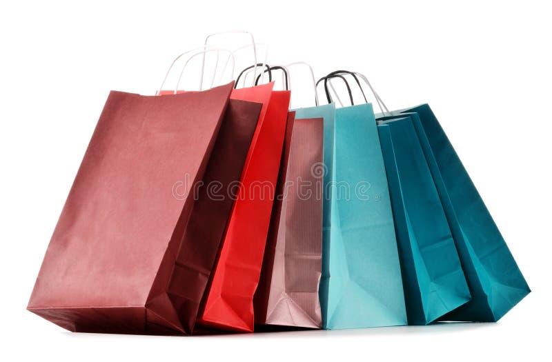 Бумажные хозяйственные сумки на белизне стоковое фото