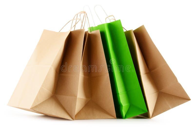Бумажные хозяйственные сумки на белой предпосылке стоковое изображение rf