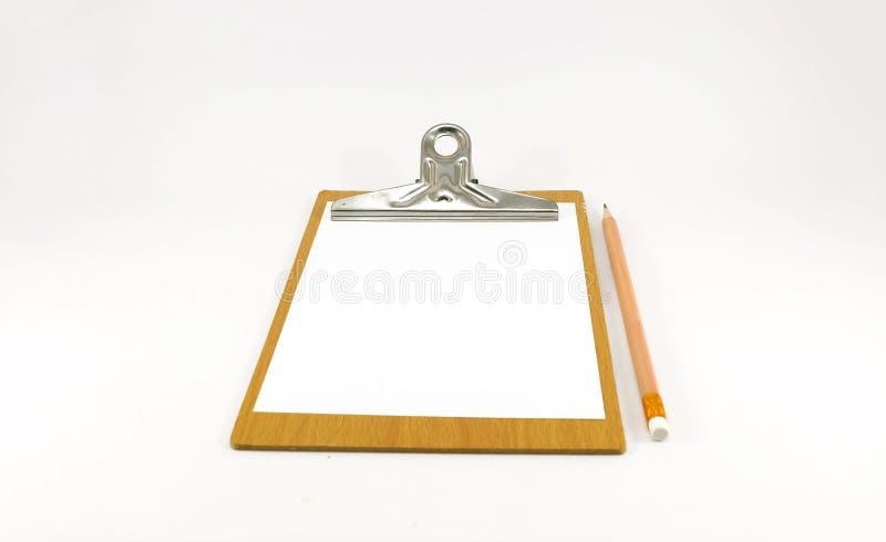 Бумажный блокнот на деревянной плите с карандашем стоковые фотографии rf