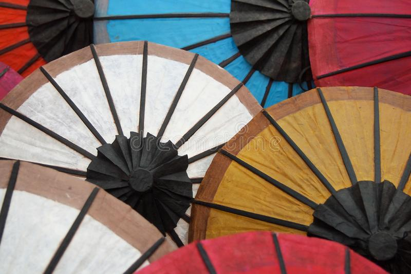 Бумажный зонтик с красочным стоковая фотография
