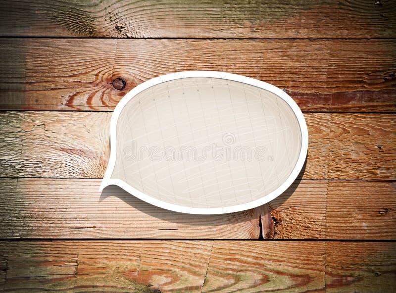 Бумажный пузырь речи на старой деревянной предпосылке стоковое фото rf
