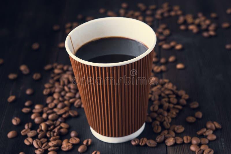 Бумажный стаканчик горячего кофе стоковые фотографии rf