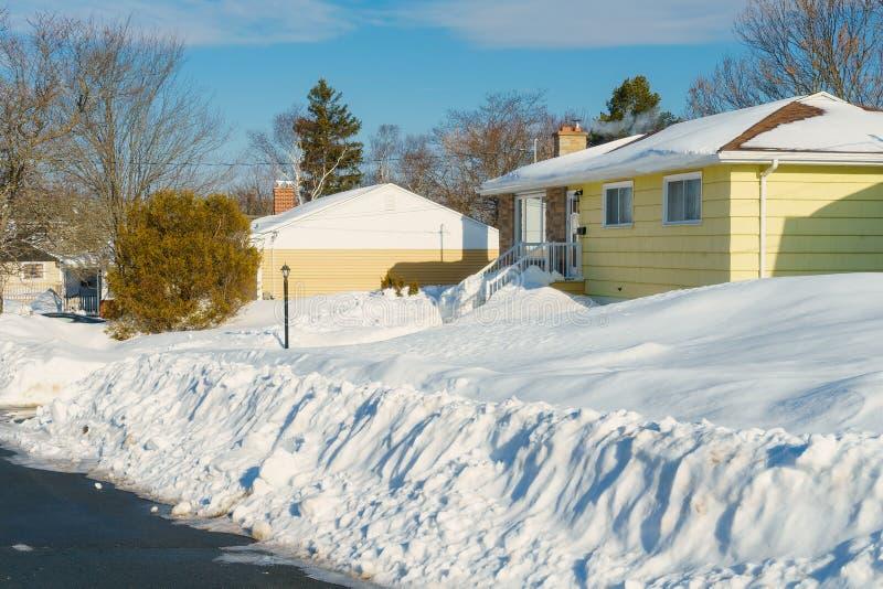Бунгало зимы стоковое изображение