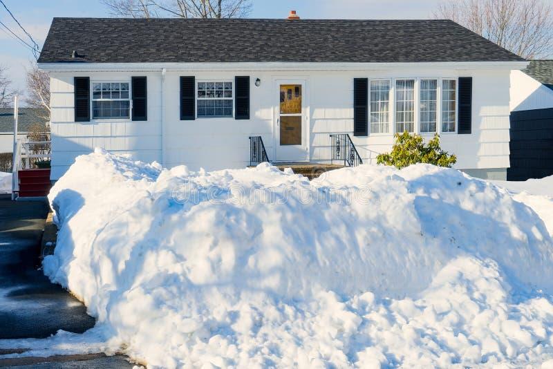 Бунгало зимы стоковая фотография