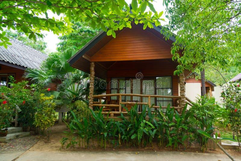 Бунгало в тропическом курорте стоковые фото