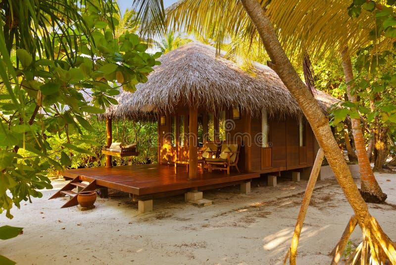 Бунгало пляжа - Мальдивы стоковая фотография rf